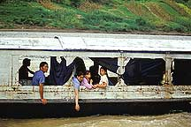 ������Ͽ A family boat in the Little Three Gorges river